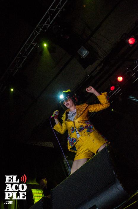 yeah-yeah-yeahs-groove-05-11-2013-8